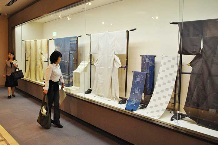 Autumn : Hand woven silk crafts by modern artists
